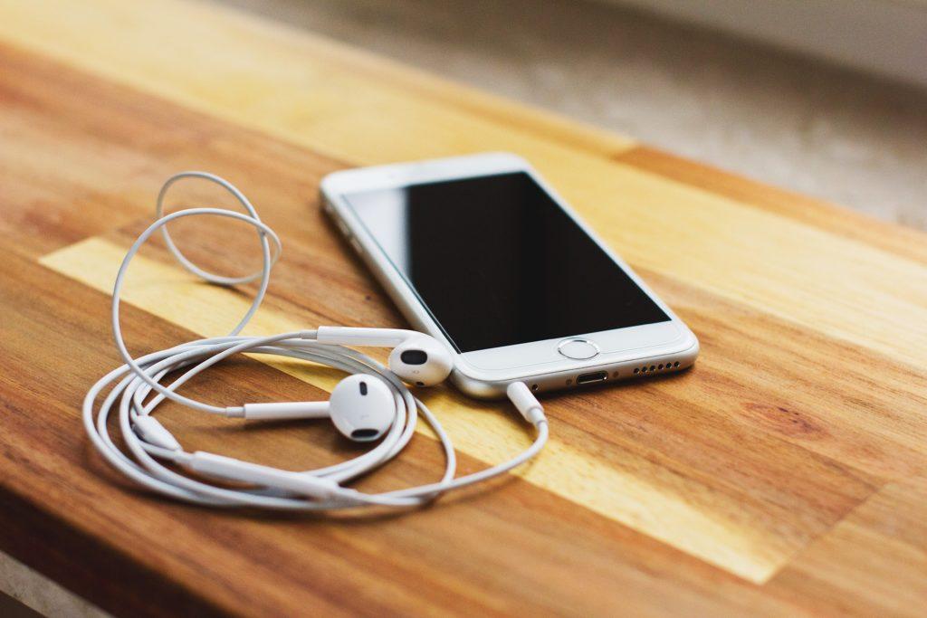conecta tus auriculares para traducir a tiempo real