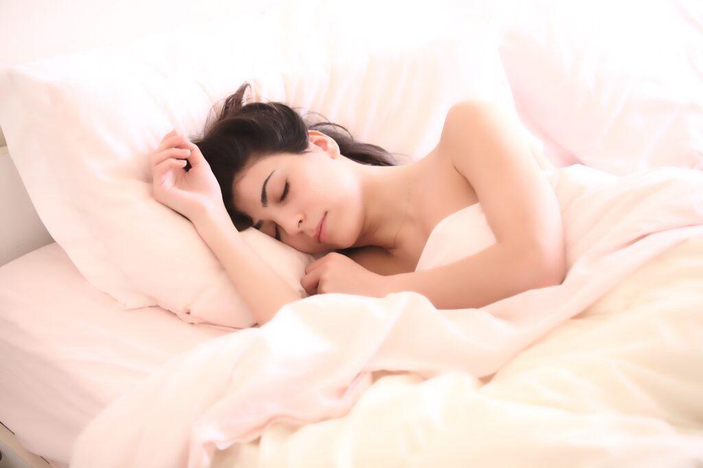 Cuál es la relación entre las horas de sueño y una vida saludable